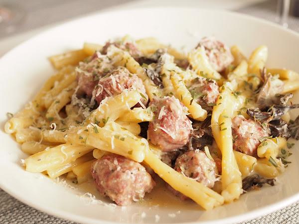 Italialaisia lihapullia, sieniä ja tappajapastaa