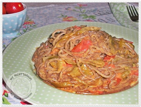 Spaghetti con friggitelli e pomodorini