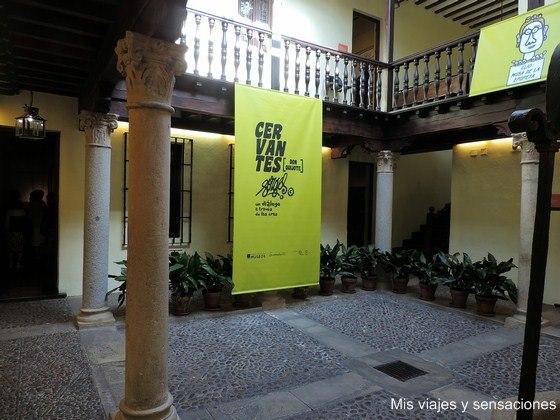 Patio central de la Casa Natal de Cervantes, Alcalá de Henares, Madrid