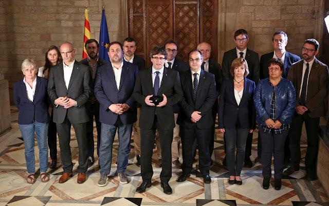 Catalunha à beira da independência, já que os primeiros resultados mostram uma vitória separatista esmagadora, mas ainda existem pedras no caminho.