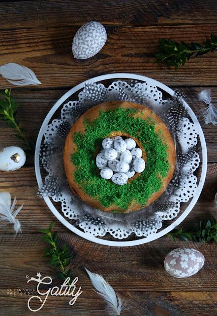 ciasto-babka-z-zielona-posypka