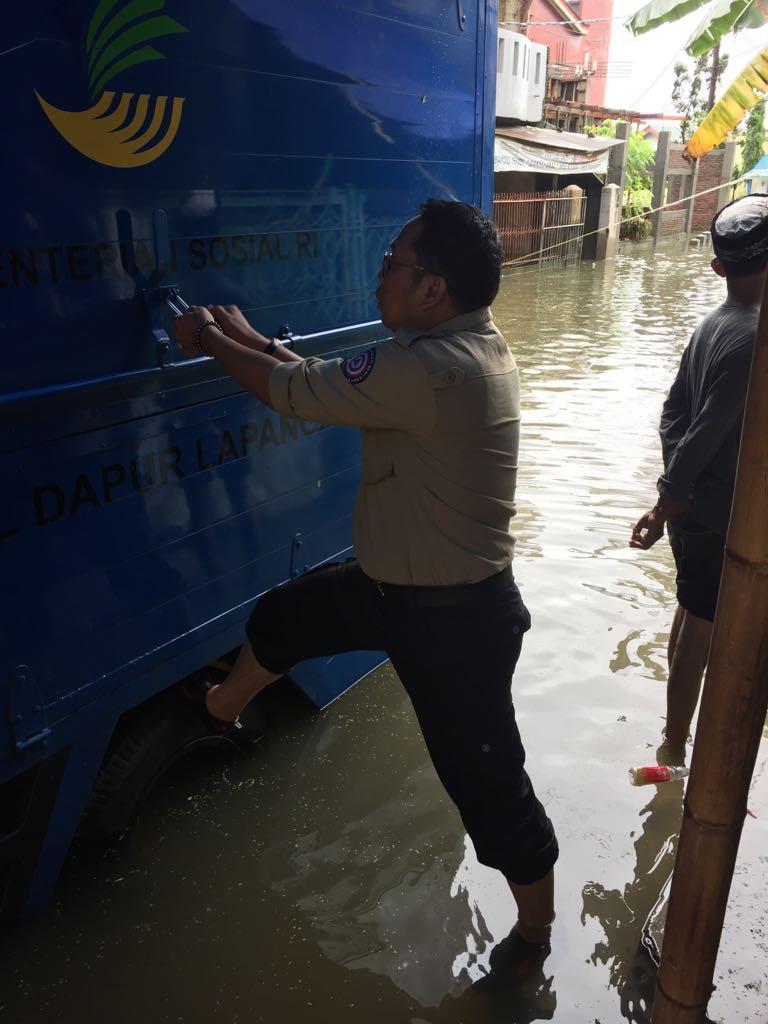 Makassar Diserbu Banjir, Kadinsos Makassar Tinjau Dapur Umum di Manggala