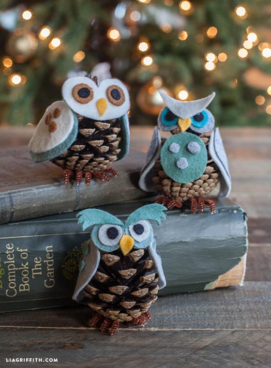 https://3.bp.blogspot.com/-Bm9eQhvR6bs/WFhQXeEAGUI/AAAAAAAADL8/9iGFe1j_iWQaFJa2dvEuDbFCqh3HLfh8ACLcB/s1600/Owl_Ornaments_Felt_Pinecone.jpg