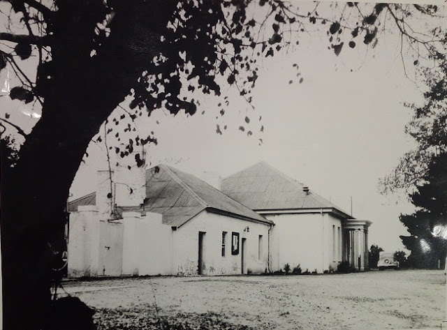 Acton Cottage with 1930's additions Image Source: HMSS 0091 Canberra Our Capital Photographs
