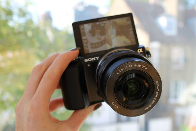Factors to Consider When Getting a Vlogging Camera