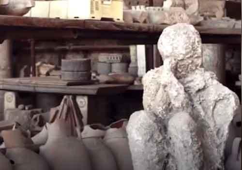 human-body-of-pompeii-city