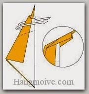 Bước 5: Gấp lộn ngược hai cạnh giấy.