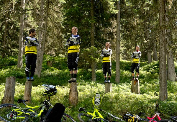 Commencal Riding Addiction Team