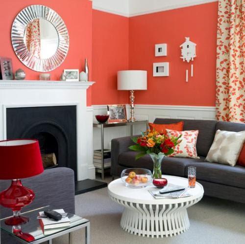 salón con chimenea naranja