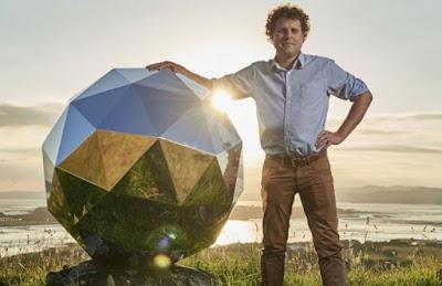 BolaDisko Raksasa yang Diluncurkan Akan Kembali Ke Bumi
