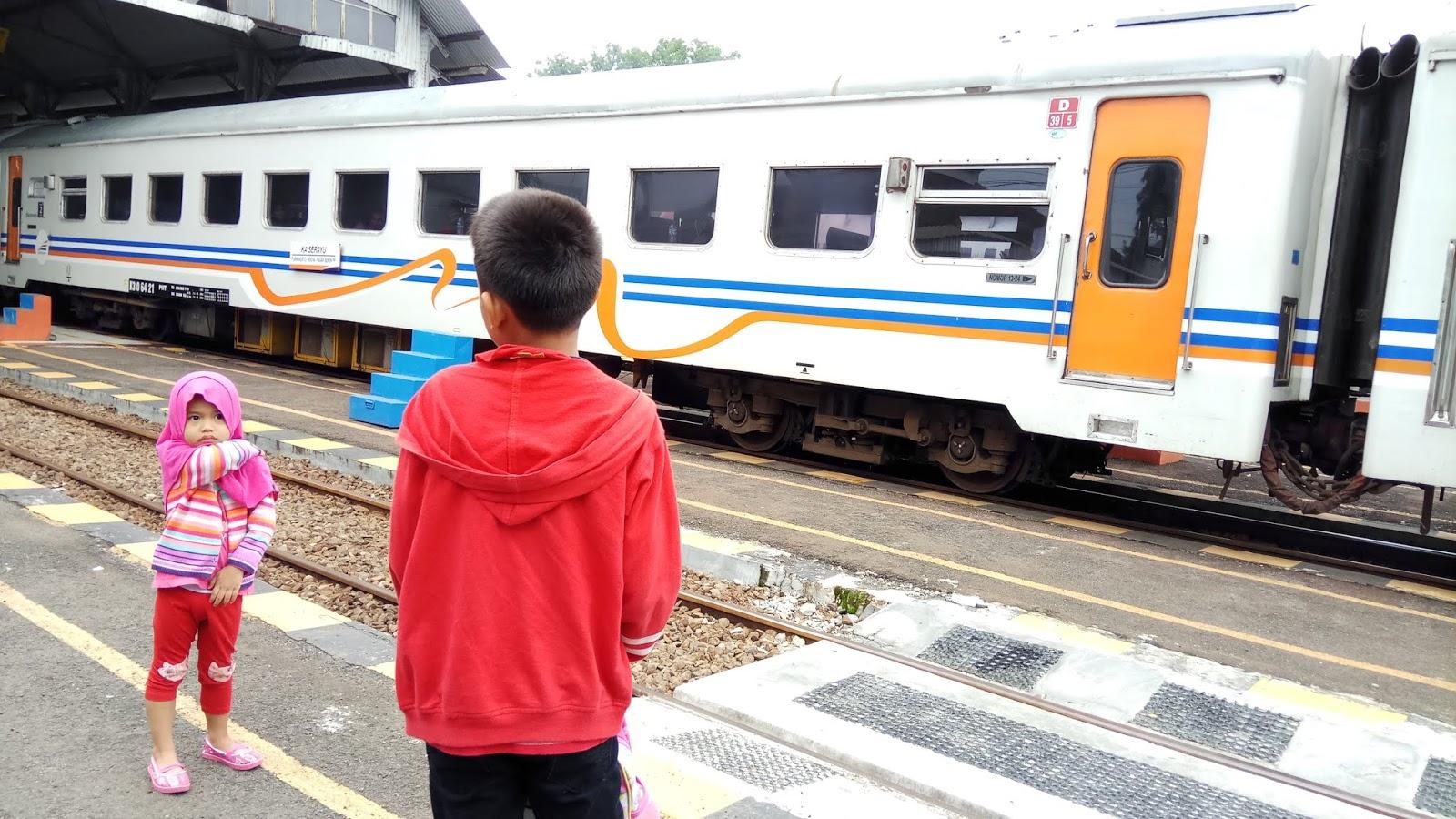 Astin Astanti: Membeli Tiket Kereta Api Serayu Melalui Traveloka