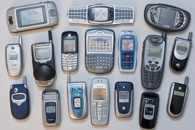 handphone-jadul-bentuk-tidak-membosankan
