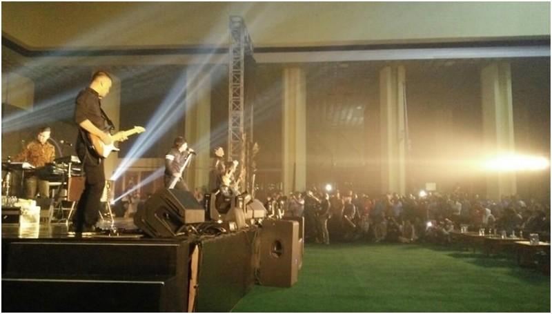 Ahmad Dhani tampil dalam Konser Revolusi Pancasila di Gedung DPR