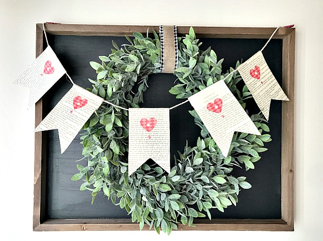 DIY Farmhouse styled chalkboard with Wreath with banner. Homeroad.net