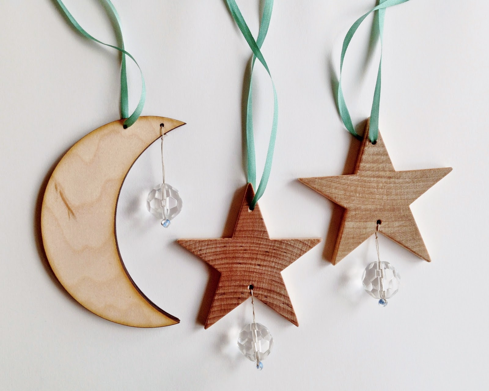http://webloomhere.blogspot.com/2014/12/solstice-sun-catcher-tutorial.html