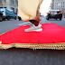 """Όταν ο Αλαντίν """"πέταξε"""" στους δρόμους της Νέας Υόρκης (video)"""