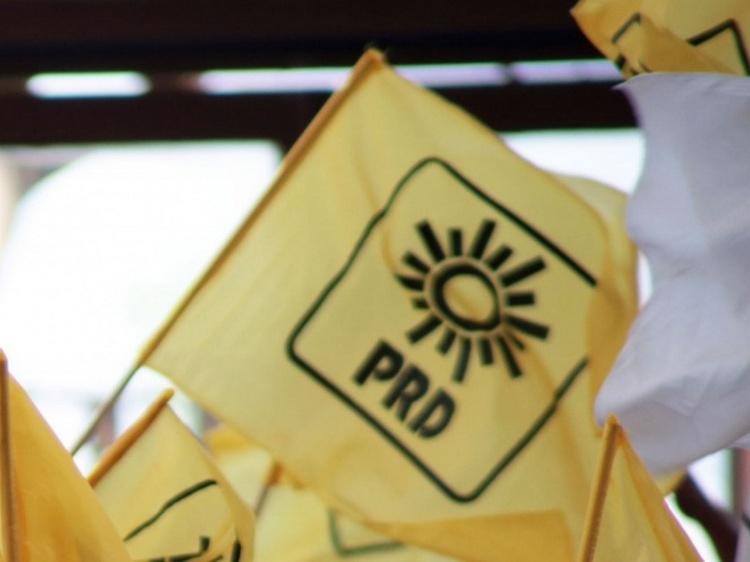 Legisladores del PRI y PRD abiertos al cambio de nombre de su partido.