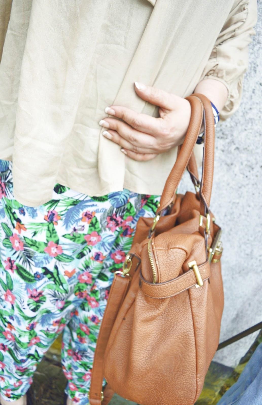 Harem pants & blouse Detail photo