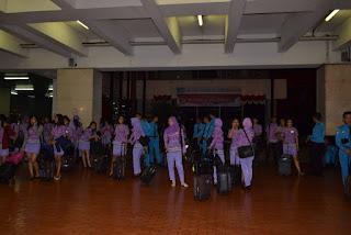udah pada capek, nunggu jemputan bus untuk kembali ke Yogyakarta