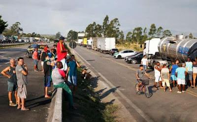 Após novo protesto, caminhoneiros descartam nova greve