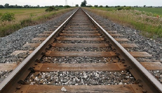 Alasan Kenapa di Tepi Rel Kereta Api Banyak Batu Krikil?