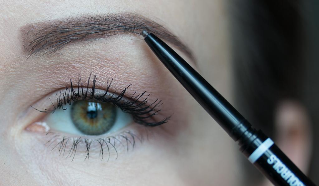 Tragebild Nyx Micro Brow Pencil Ash Brown auf den Augenbrauen mit Stiftmine