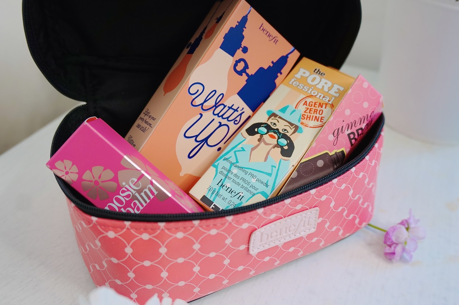 benefit cosmetics, make up, beauty, benefit cosmetics, benefit cosmetics UK, Benefit giveaway, benefit cosmetics giveaway, competition, win free make up, benefit cosmetics starter kit, benefit cosmetics review, watts up highlighter, benefit hoola bronzer, youtube
