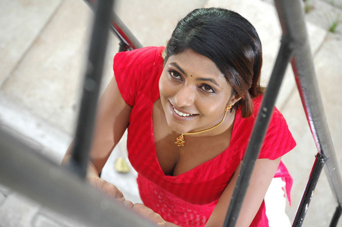 Hot Aunties: Desi Village Hot Aunty Navel Show In Half Saree