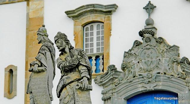 Estátuas dos profetas Ezequiel e Oseias, de Aleijadinho