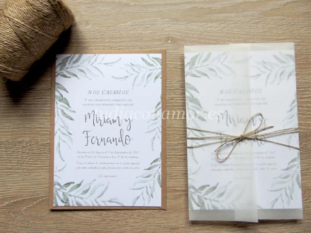 Invitación de boda bonita y elegante con diseño de hojas de acuarela dibujadas y letras manuscritas