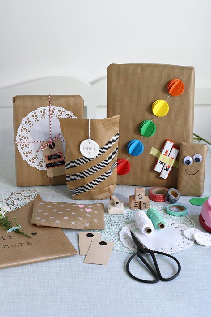 Bloggeraktion Mitmachaktion #12giftswithlove miss-red-fox Frollein Pfau, Geschenke kreativ verpacken mit Kraftpapier, DIY Geschenkeverpackungen, Buchstabenstempel, Geschenkpapier bestempeln, selbtsgemachtes Geschenkpapier, DIY Verpackungsideen