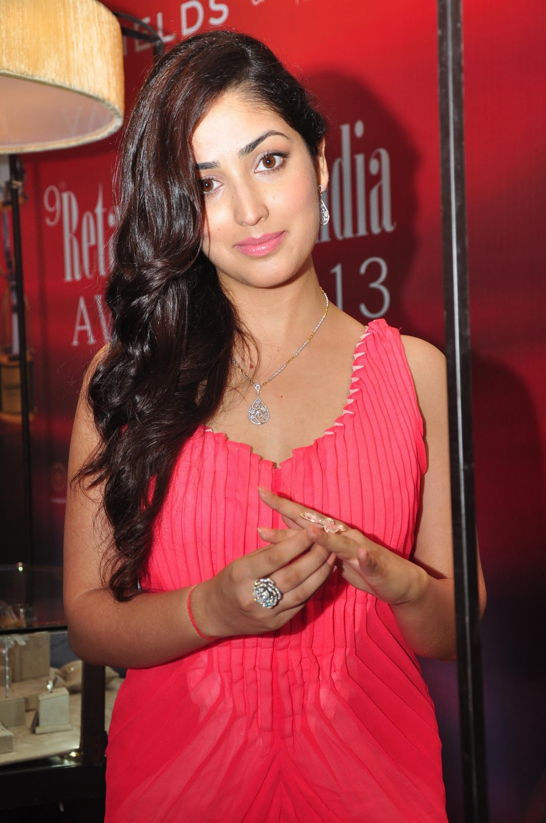 Romantic Lip Kiss Hd Wallpaper Yami Gautam Gorgeous In Pink Dress At Retail Jeweller