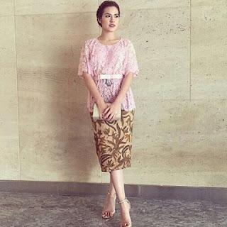 Model Kebaya Batik Lengan Pendek