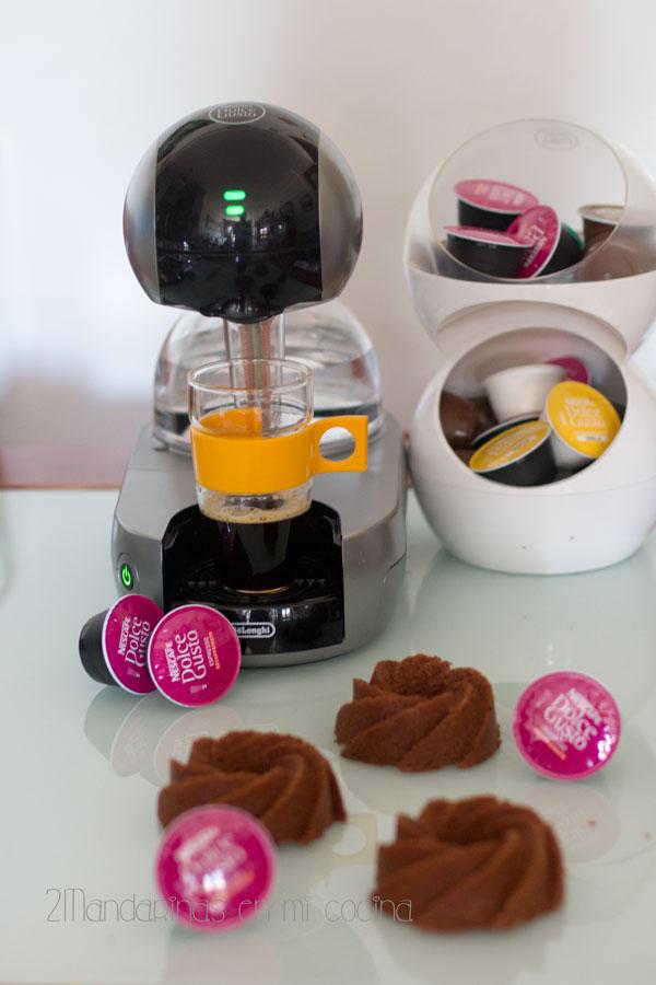 cafetera dolce gusto para Mini Bundt Cake de chocolate y café con cobertura de chocolate y café Dolce Gusto