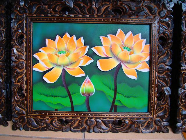 Изображение картины с двумя лилиями в рамке