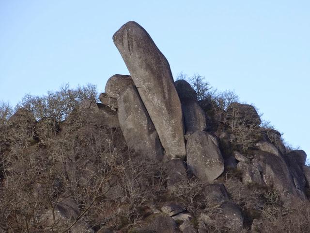 Monumento natural Pena Corneira en Leiro