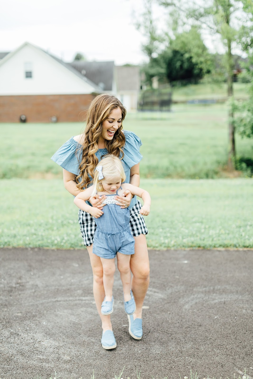 How to Wear Double Chambray with TOMS by fashion blogger Laura of Walking in Memphis in High Heels