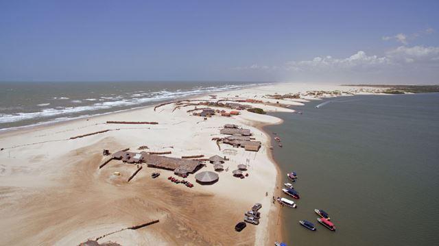 península divide água do oceano e as águas do Rio Preguiça em Barreirinhas-MA. Foto: Gustavo Albano