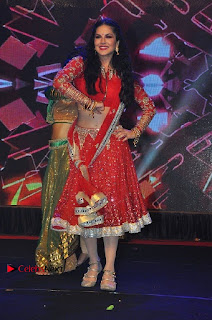 Bollywood Actress Model Sunny Leone Dance Performance in Red Half Saree at Rogue Audio Launch 13 March 2017  0164.jpg