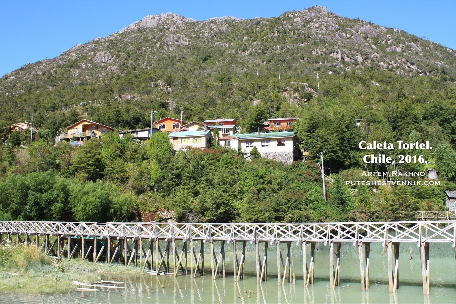 Деревянные мостки в Калета Тортел