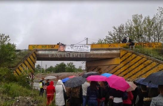 Οι γέφυρες που φεύγουν… (Γράφει η Λότσιου – Τζίκα Βασιλική, μητέρα του Βαγγέλη Τζίκα που έχασε τη ζωή του πέρυσι στο τραγικό δυστύχημα της γέφυρας)