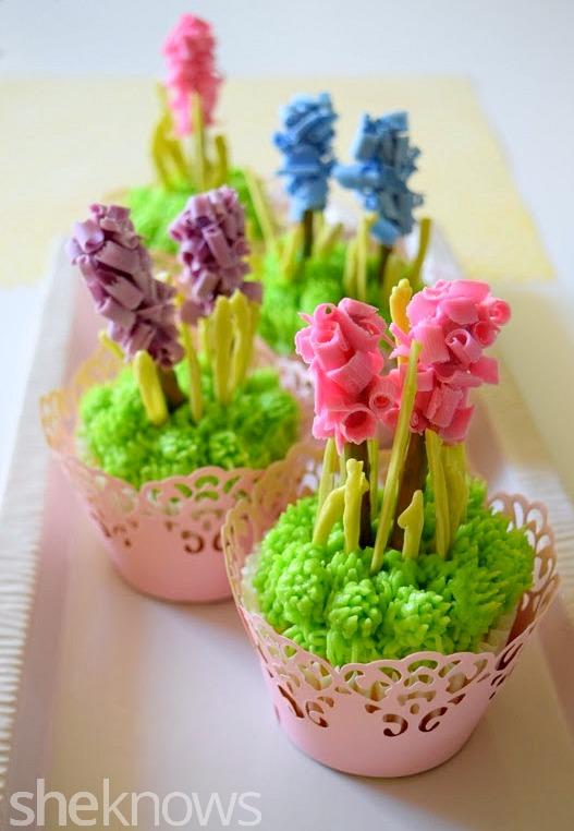 How To Make Flower Basket Cupcakes : Sugar swings serve some spring hyacinth flower cupcakes