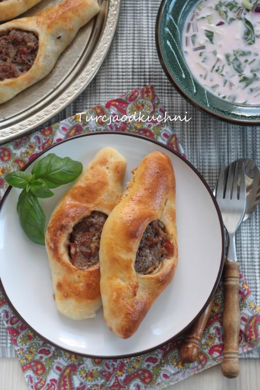 Fatayer (pide) z farszem mięsnym