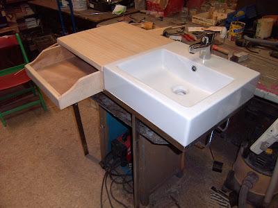 Supermanitas lavabo encimera y cajonera en espacio reducido for Como hacer lavabos