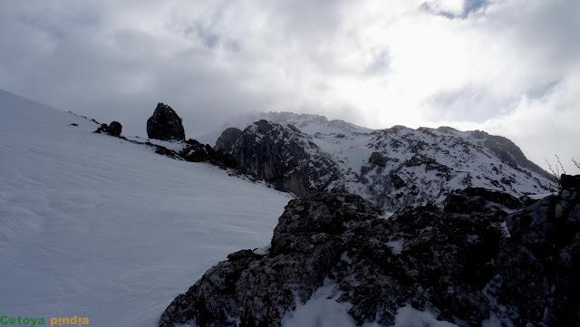 Ruta con raquetas en la Sierra de los Grajos con subida a Peña Arana, desde Villafeliz de Babia (León)