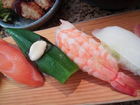 エビ&オクラ 回転寿司 鮮(せん)