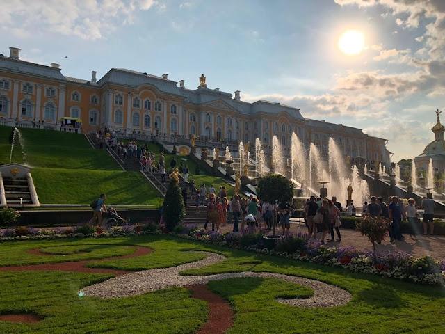 Palácio e Grande Cascata