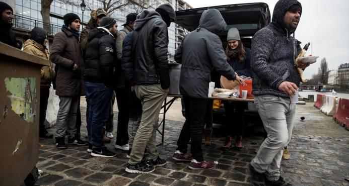 Francia limitará la migración económica y se centrará en los refugiados