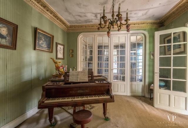 Una increíble casa abandonada en Francia