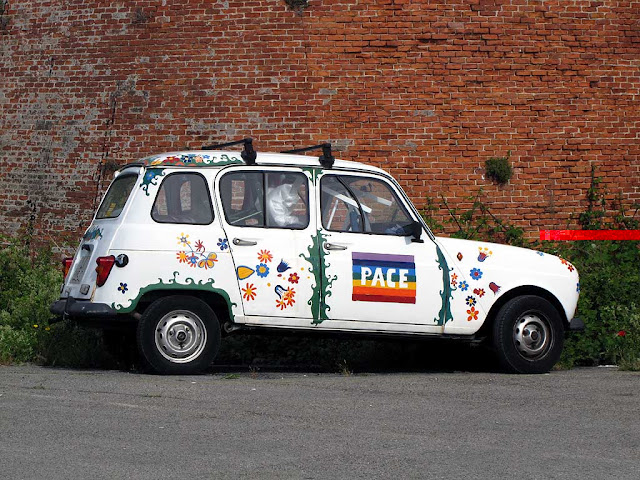 Peace car parked outside the Fortezza Vecchia, Livorno